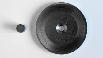 Ett nyutvecklat material (se foto) ger ifrån sig betydligt färre skadliga partiklar. Foto: Peter Ardell.