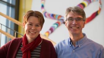 """Bakom förstudieprojektet """"Spel som etableringsverktyg"""" står Katrin Dannberg, adjunkt i medier, estetik och berättande, och Per Backlund, biträdande professor i datavetenskap vid Högskolan i Skövde."""