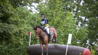 Tuva Rosencrantz på Cassens Coco Valentina tog silver på junior-SM på Segersjö tidigare i år. Nu tar Tuva steget upp i young rider-landslaget. Foto: Roland Thunholm