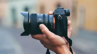 La nouvelle optique selon Sony : légère, compacte, ultra-grand angle. Du paysage jusqu'à la vidéo