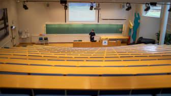 Førsteamanuensis Knut Peder Heen foreleser for studenter på nett. Foto: Panorama.