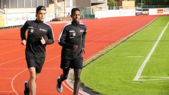 Friidrottseleverna Jonas Magnusson och Sharmarke Ahmed är två av de 140 eleverna på Uddevalla Elitidrottsgymnasium som nu har tillgång till den nya appen.