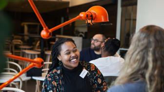 Since the start in 2015, over 59, 000 new and stablished Swedes have met through ÖppnaDörren. 24% of the participants have landed a jobb or an internship a result of their meeting with a door opener. (Cred: Axfoundation/Linda Prieditis)