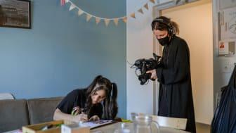 Dorna Farrahi studerar vid Arkitekthögskolan vid Umeå universitet. Hon är en av deltagarna som tittarna för följa i den nya realityserien Hallå campus. Foto: Umeå universitet
