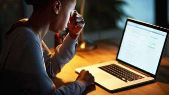 Amnesty: Ny undersökning visar hur kvinnor världen över drabbas av näthat - Sverige är ett av de undersökta länderna