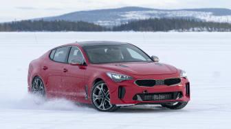 KIAs kraftfulde nye fastback-sportssedan bliver testet i ekstreme minusgrader på både is og sne