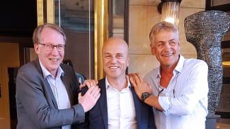 Gunnar Hareide, adm. dir. i Tafjord Marked, Erik Espeset, konsernsjef i TAFJORD og Gunnar Evensen, CEO i Get TDC, like etter signering av avtalen den 26. juni 2018. (Foto: TAFJORD)