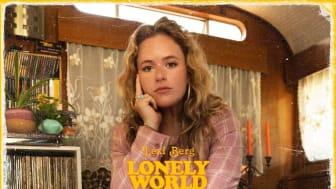 Svensk-amerikanska Lexi Berg växte upp på en husbåt i Stockholm.