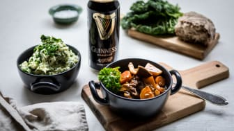 "Fira St. Patrick's Day med grön ""Irish stew"""