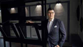 Erhvervsudvalget i Rudersdal var 18. august i Vedbæk for at besøge WindowMaster. Her fik deltagerne et indblik i virksomheden præsenteret af CEO, Erik Boyter, som ses på fotoet.