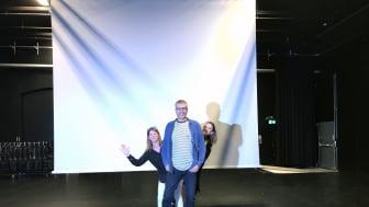 Maria Sköldqvist, kultur- och bibliotekschef i Karlshamns kommun, Ulf Bjäreborn Olsson, teknisk projektledare Karlshamns kommun, och Linda Gribbe, projektledare Lokstallarna Regionteatern Blekinge-Kronoberg är förhoppningsfulla inför invigningen.