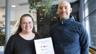 Studien från Eva Söderström och Jesper Holgersson vid Högskolan i Skövde visar att det digitala utanförskapet bland äldre kan brytas. Foto: Högskolan i Skövde.