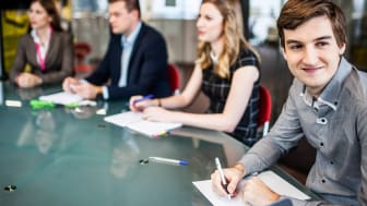 Alliance for YOUth kokoaa yhteen yrityksiä, jotka haluavat auttaa nuoria pääsemään työmarkkinoille.