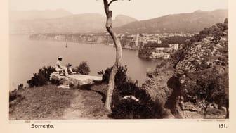 Familjen von Hallwyl gjorde många resor mot kontinenten som nu skildras i den nya  utställningen sida vid sida med turismens utveckling under sekelskiftet 1900.