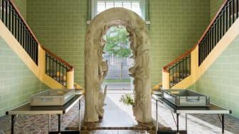 Laure Prouvosts Security Gate (2019) kan ses som en poetisk kritikk av sikkerhetsslusene som de siste tiårene har inntatt museer, flyplasser og offentlige bygninger verden over. (Foto: Nasjonalmuseet / Annar Bjørgli)