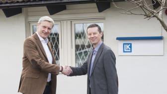 CEO Magnus Eriksson välkomnar André Zimmermann (till höger) som operativ chef för LK Armatur Deutschland GmbH.