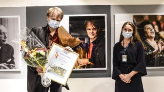 Årets skåning, Nisse Hellberg tillsammans med Karin Öhrström, flygplatschef på Malmö Airport. Foto: Jens Christian.