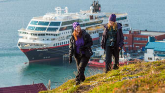 STADIG MER POPULÆR: For andre år på rad troner Hurtigruten i toppen på listen over selskaper med best omdømme i Norge. Foto: ØRJAN BERTELSEN/Hurtigruten