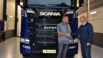 Første V8 Limited Edition leveret til vognmand i Sakskøbing