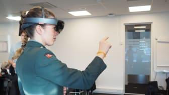 INNOVATIVT: Gjennom en hel dag arbeidet personer fra Krigsskolens simulerings-, undervisnings-, FoU- og innovasjonsmiljø tett sammen med spesialister fra Sopra Steria og Microsoft.  Foto: Kingsley Dankwah/Sopra Steria