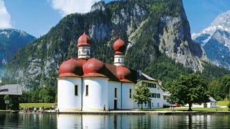 krystallklart vann og fjellpanorama i Berchtesgadener Land