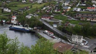 MF Ole Bull ved Valestrand ferjekai (Foto: Tor Arne Aasen)
