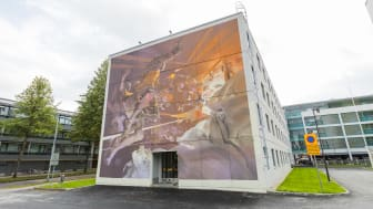 Toinen Joensuun uusista muraaleista on Robert Prochin taidonnäyte Sepänkadulla. Kuva: Miska Korpelainen.