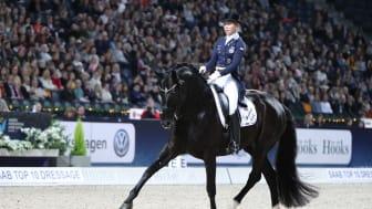 Therese Nilshagen rankar Saab Top 10 som världens bästa inomhustävling. Foto: Roland Thunholm