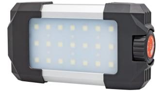 Perfekt att packa med sig! PELA campinglampa är en behändig LED-lampa att ha med sig på campingturen eller i sommarstugan. Lampan av slagtålig plast kan också nödladda mobiltelefoner och skicka SOS-signal.