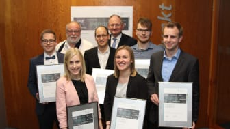 Die Preisträger Kim Engel (PG Lemgo), Silvana Küsel, Niklas Gröne (PG PB) (vorn),  Mirco Timmer (PG Höxter), Axel Schmidt und Daniel Urbaneck (mitte) sowie Bernhard Schaefer (stellv. BGM Stadt Paderborn) und Dr. Stephan Nahrath (hinten)