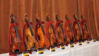 Meistergeigen an talentierte junge Musiker verliehen