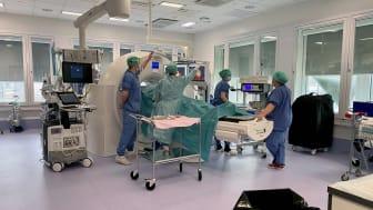 Danderyds sjukhus störst i världen på leverablationer med högprecisionsteknik. Med högteknologiska maskiner bränns metastaser bort.