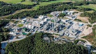 Planen är att bygga världens största anläggning på Perstorps fabriksområde i Stenungsund för att fånga in och använda koldioxid och andra restströmmar. FOTO: Perstorp AB