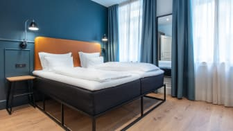 Alle 81 værelser er blevet nænsomt renoveret i samarbejde med indretningsekspert Cristina Vising fra firmaet TA-DAA!!