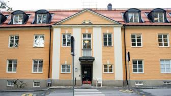 Huset byggdes ursprungligen 1920-1930 och är därmed en av de allra äldsta byggnaderna på Danderyds sjukhusområde. Från början var det tjänstebostäder för kvinnor.