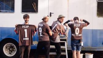 AnnenMayKantereit bereiten sich schon mit dem richtigen Crew-Love-Spirit auf (B)ALL FOR WATER vor!