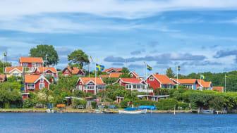 Varannan svensk, 48 procent, önskar sig en sommarstuga som ligger nära havet.