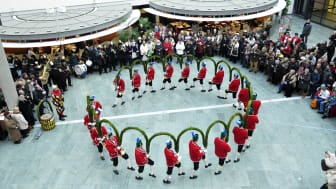 Alle sieben Jahre tanzen die Schäffler in der Faschingszeit. Der Tanz der Fasshersteller ist der einzige noch bestehende öffentliche historische Münchner Handwerksbrauch. Die Schäffler tanzen auch mehrmals in den Filialen der Stadtsparkasse München.