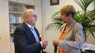 Präsident Prof. Dr. László Ungvári begrüßte die Ministerin.