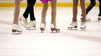 Vi tillåter nu äldre ungdomar att delta i aktiviteter inom idrott, kultur och fritid.