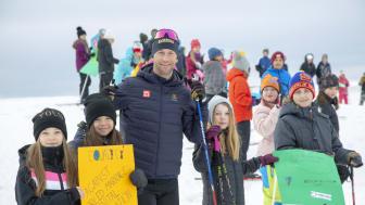Barn i Jämtland har hårdtränat inför Jorden runt-loppet med hjälp av olympier, som här Anna Laurell Nash, olympisk boxare.