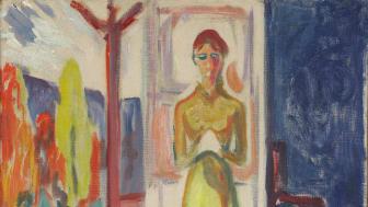 Stående kvinne i døråpningen. Olje på grundert papp 1906-07