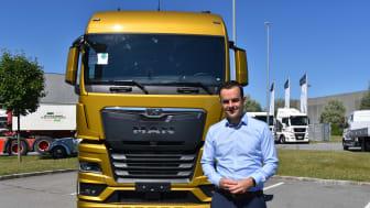 MAN:s nye VD Stefan Thyssen, här framför MAN:s nya lastbilsserie som lanseras efter sommarsemestern