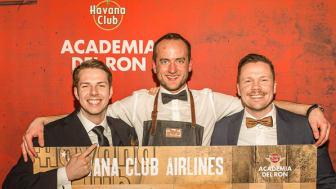Ticket für Kuba: Gratulation von Christian Balke, Brand Ambassador von Havana Club (rechts) an Marian Krause (links) und Lars Bender (Mitte). (Quelle: Pernod Ricard Deutschland)