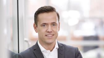 Ifølge adm. direktør i Visma e-conomic, Lars Engbork, er det nye digitale partnerskab et godt initiativ, men han advarer mod, at det ikke kun kommer til at handle om at udvikle nye avancerede tech-løsninger, som virksomhederne slet ikke er klar til.