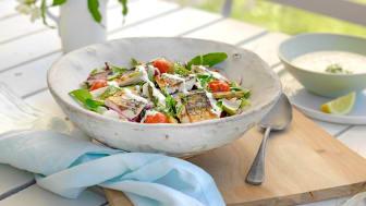 Salat med makrell og rømmedressing