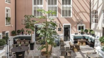 Restaurant-courtyard-Clarion-Collection-Hotel-Victoria-1