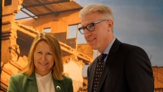Grete Faremo (UNOPS Executive Director, left) and Stefan Andersson (Site manager for Sony in Lund)