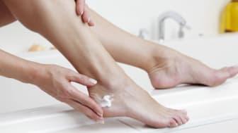 Füße eincremen gehört zur täglichen Pflegeroutine für Diabetiker. Bild: GEHWOL