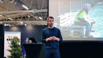 – Våga ta första stegen. Vänta inte utan trampa upp din egen stig och utmana dig, uppmanade Jerry Engström, som är årets förebild i Piteå, Östersund och Sundsvall under sin fullsatta föreläsning på mässan.